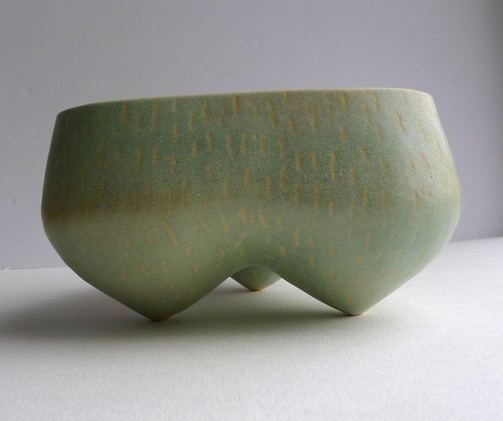 Tripod pot in light green glaze